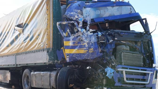 """Ицидент с камион затапи движението на АМ """"Хемус"""""""