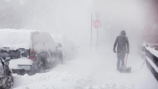 Обилен снеговалеж предизвика значителни нарушения на транспорта в Германия