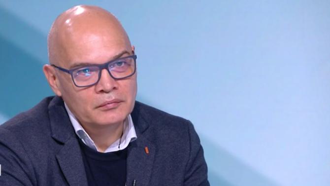 Тихомир Безлов: Кьовеши може да подхване скандала с джиповете за МВР