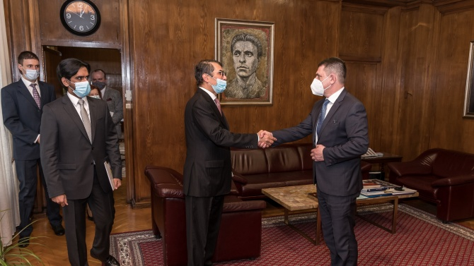 Министър Терзийски се срещна с посланика на Катар в България