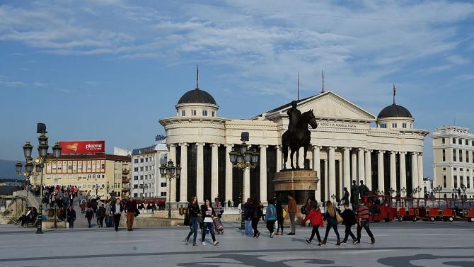 Властта и опозицията в Скопие в спор на тема Луна