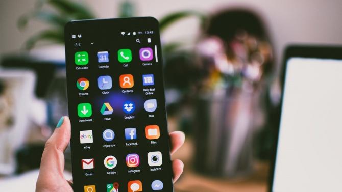 Германците ще могат да съхраняват личните си карти на смартфоните си