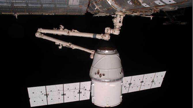 """""""Спейс Екс"""" изстрелва модулите за окололунната станция """"Гейтуей"""" през 2024 година"""