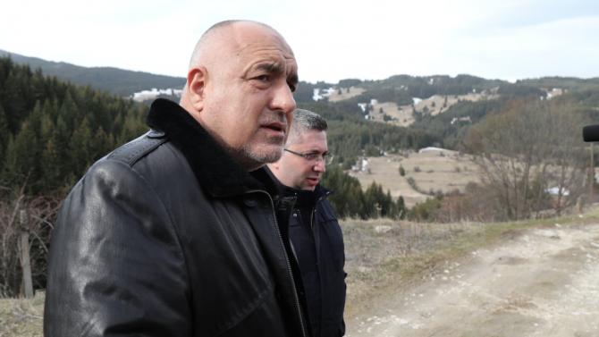 Борисов: Навсякъде, където има компрометирани пътища, работят машини и строители