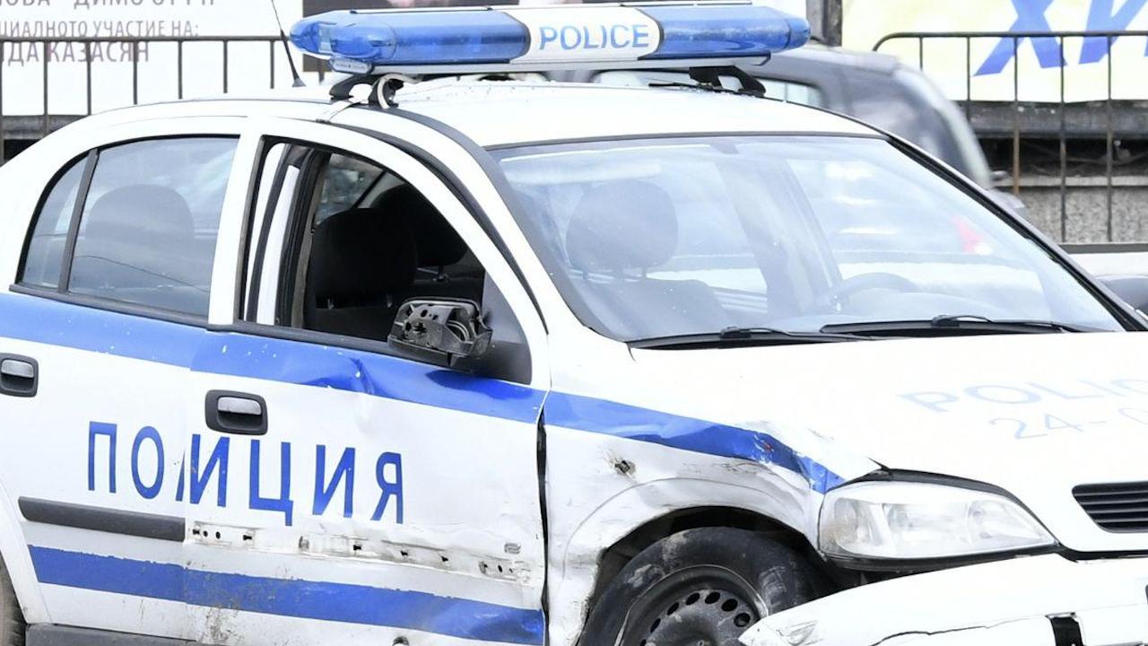 Патрулка катастрофира по време на гонка в ловешко село