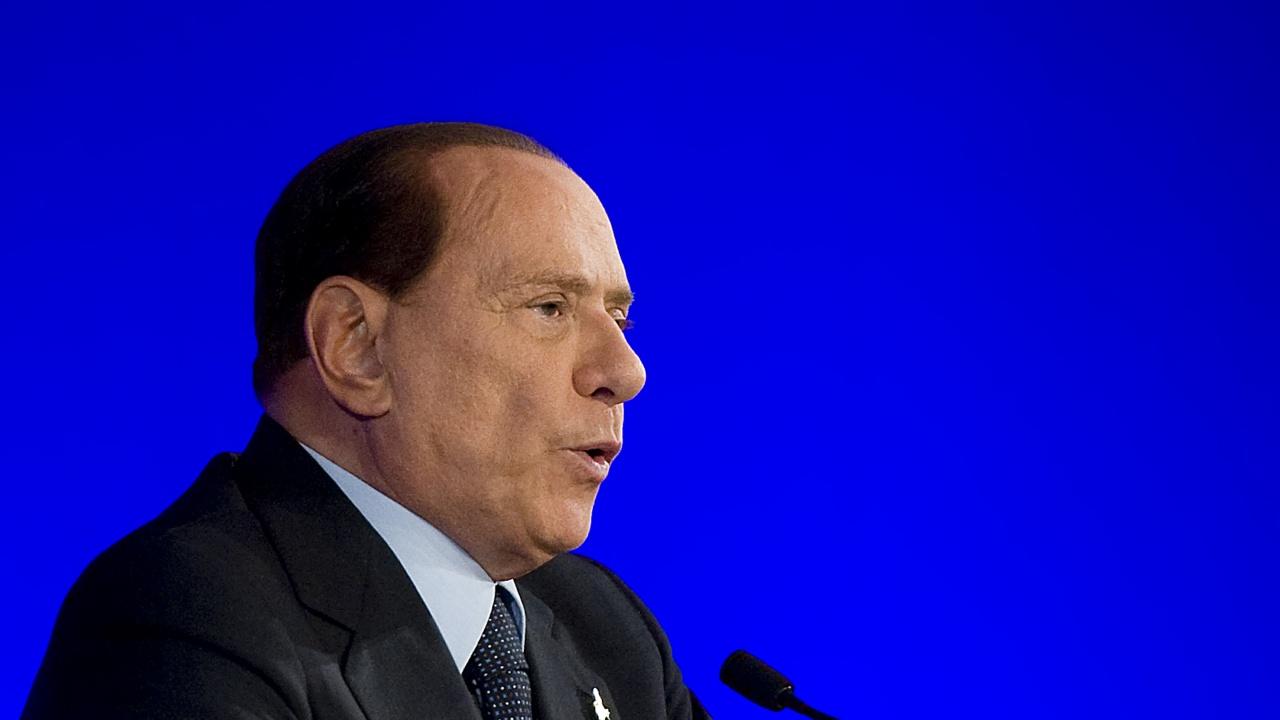Берлускони прекара нощта в римска клиника след падане в дома си