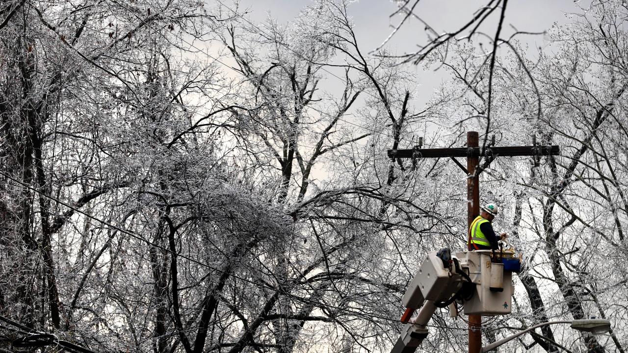 Три села в Русенско са без ток заради бурния вятър