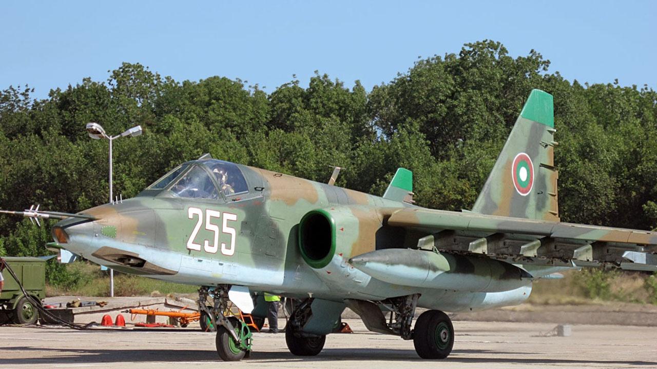 МО: Договорът за възстановяване и модернизиране на самолети Су-25 е изпълнен в срок