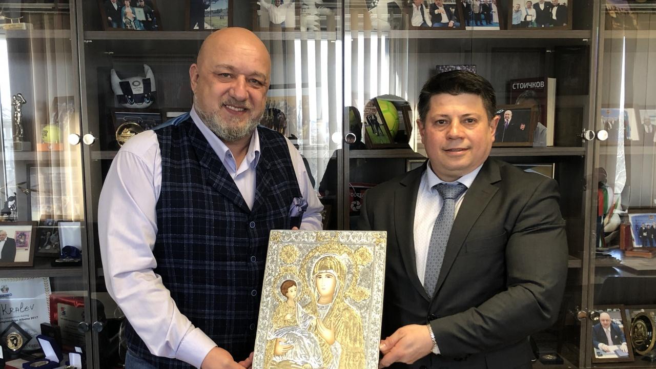 Министър Кралев проведе работна среща с председателя на БФ Бадминтон