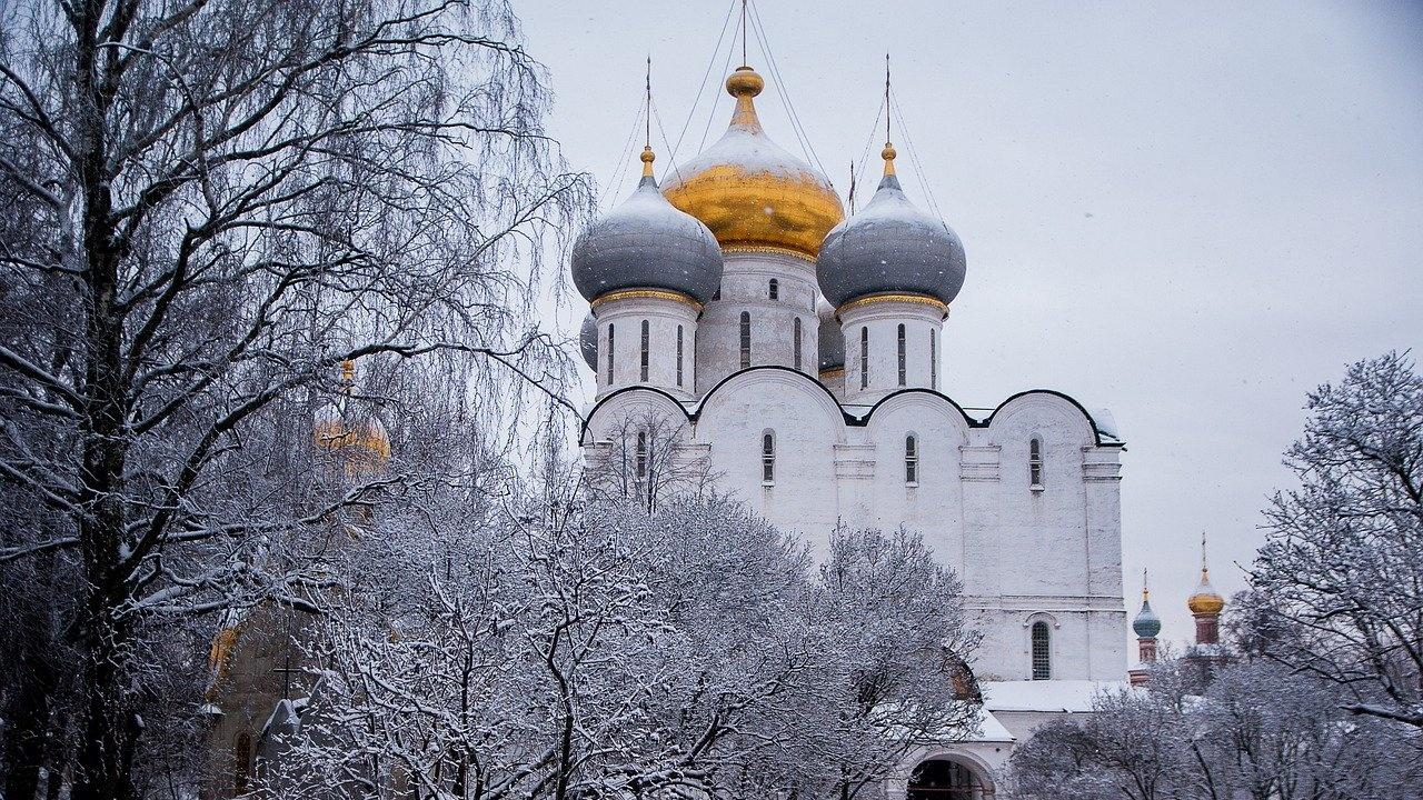 Снежен апокалипсис в Москва - задръствания и отменени полети