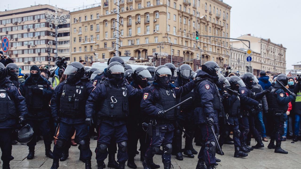 Руската полиция претърси офиси на колеги на Навални в навечерието на утрешния протест