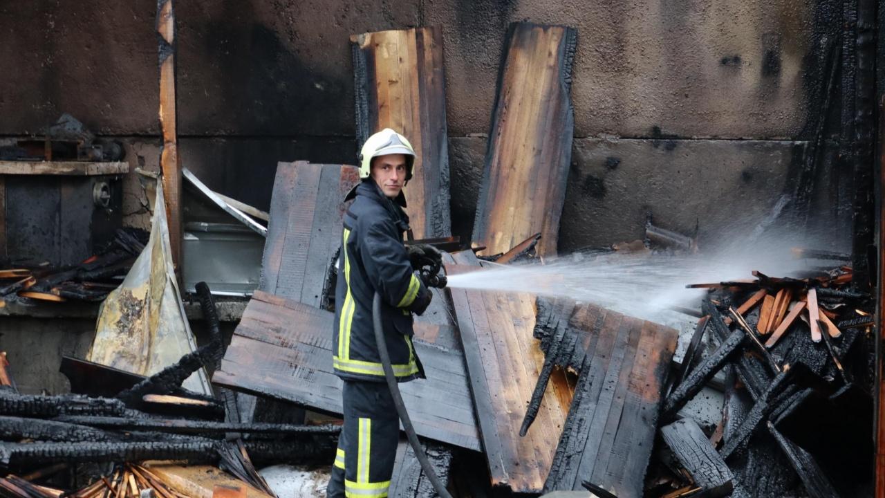 Пожар обхвана блок в Пловдив, евакуираха 12 души