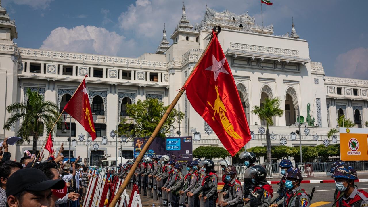Силите за сигурност в Мианма откриха огън в опит да разпръснат демонстранти