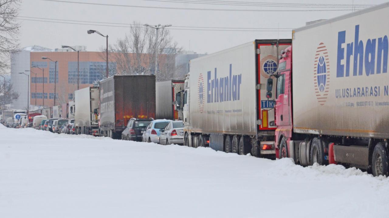 """Граничните власти на Северна Македония са затворили за влизане на тежкотоварни камиони пункта """"Деве баир"""""""