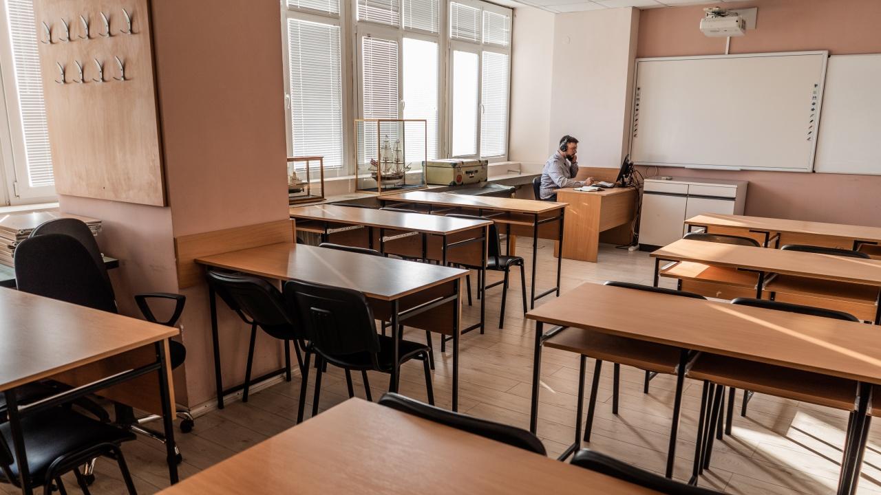 Децата от малките училища се връщат в клас