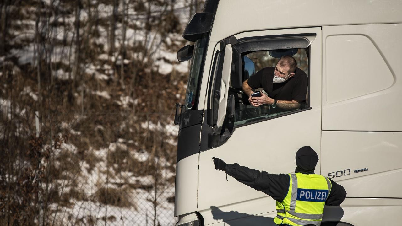 Шофьор на ТИР едва не прегази шефа на областната пътна служба