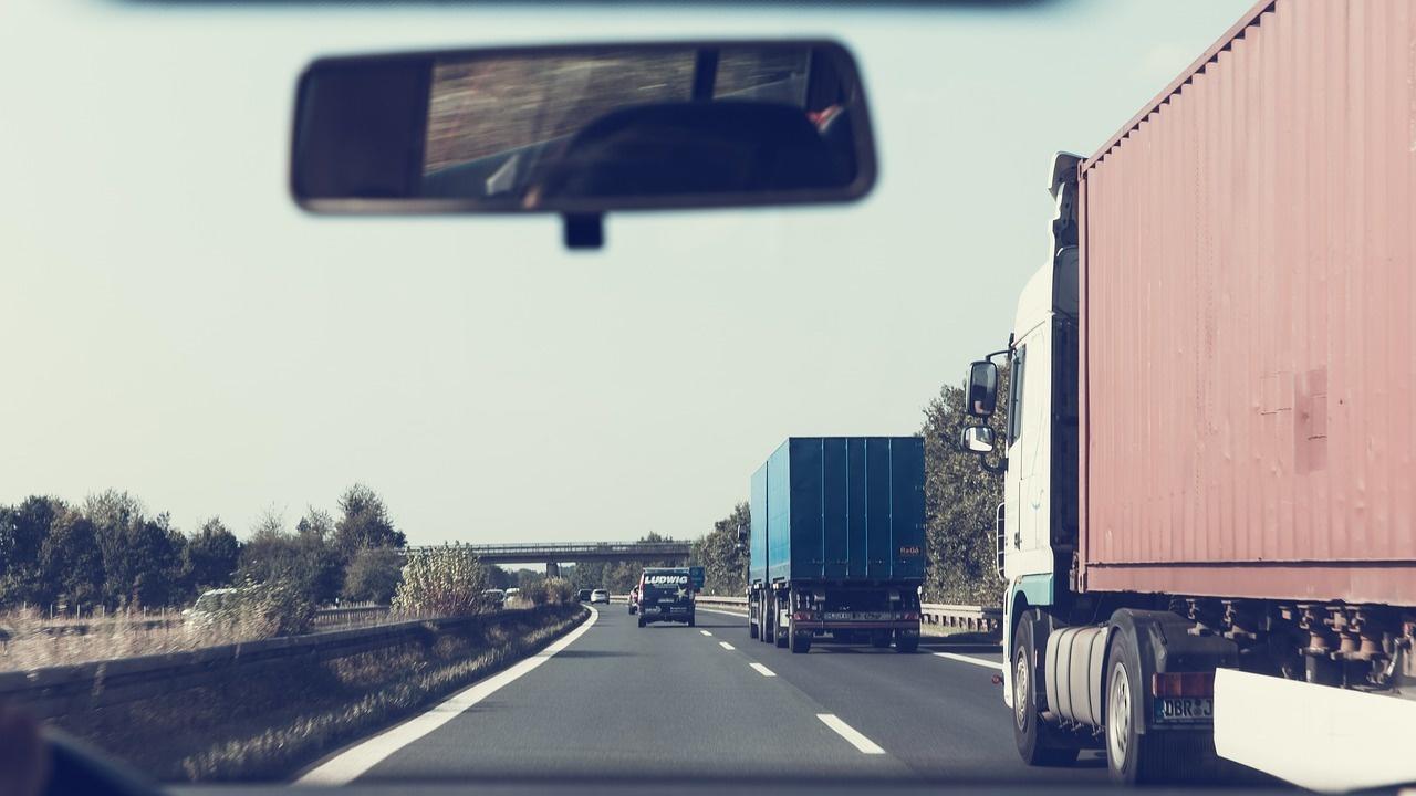 Колони от камиони чакат на границата между Германия и Чехия