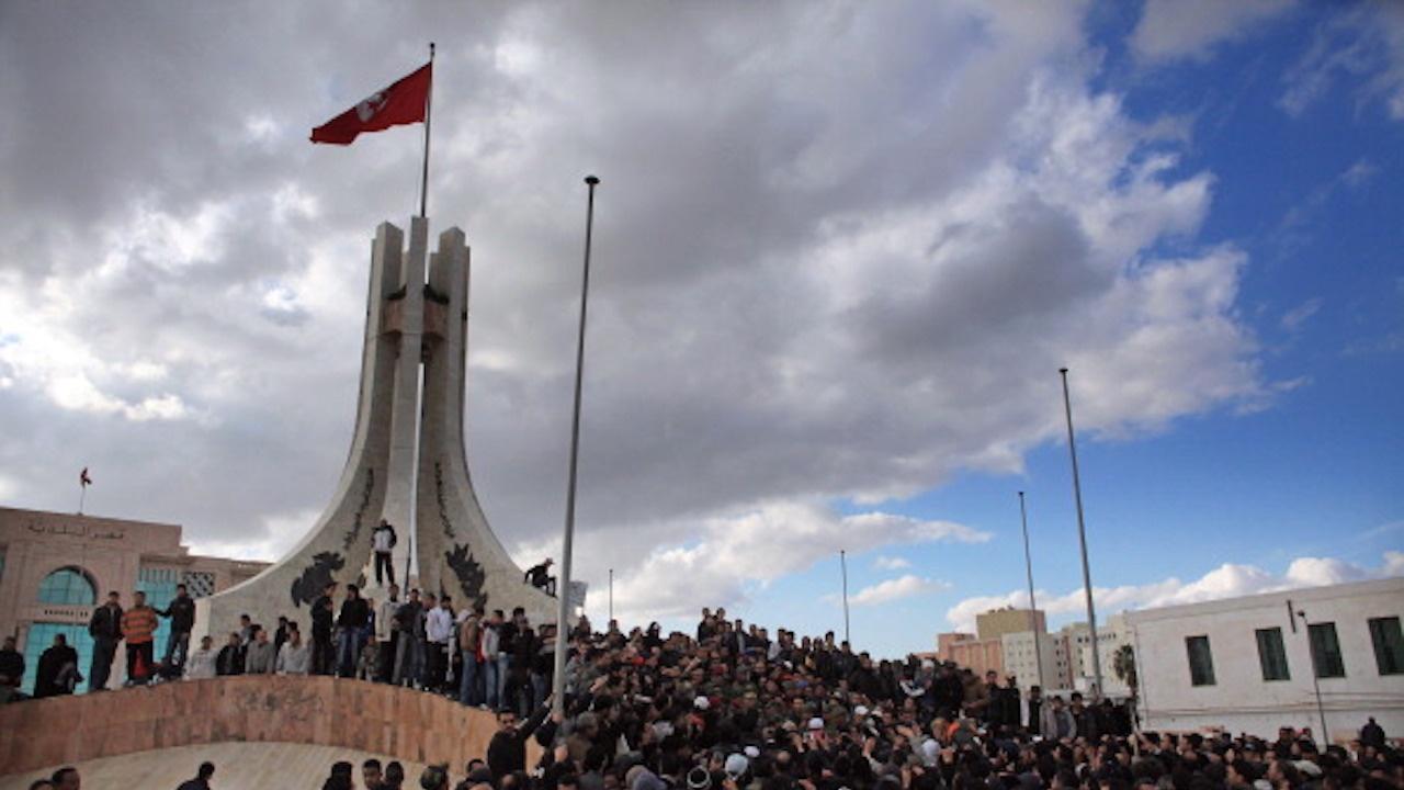 Премиерът на Тунис уволни петима министри от новия кабинет