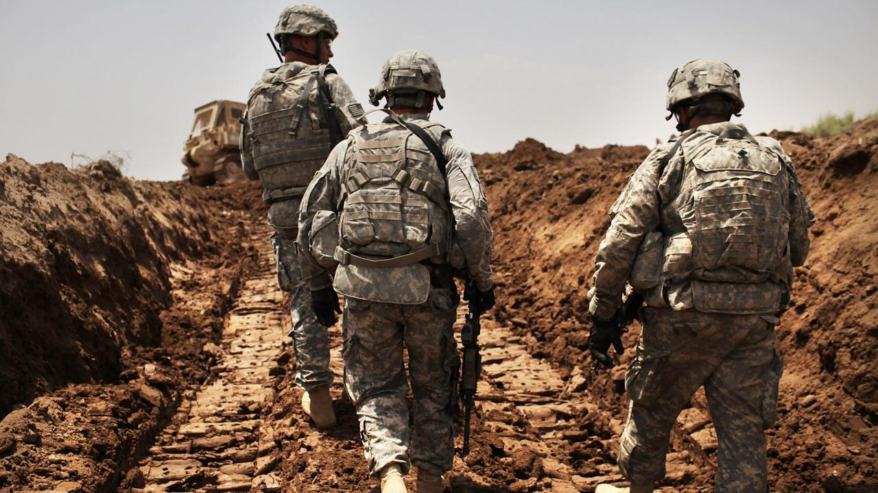 Цивилен чужденец е бил убит при ракетен обстрел по американска военна база в Северен Ирак
