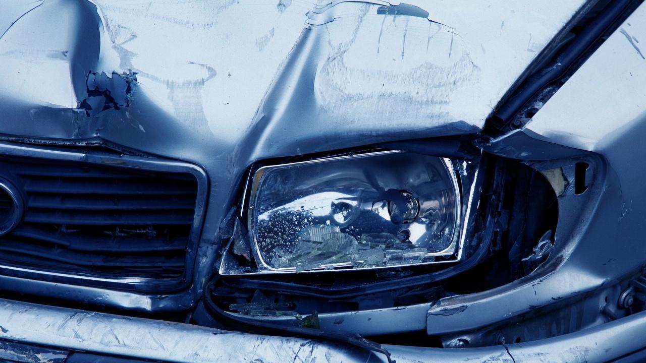 Млад шофьор блъсна три паркирани коли в Пловдив и се опита да избяга