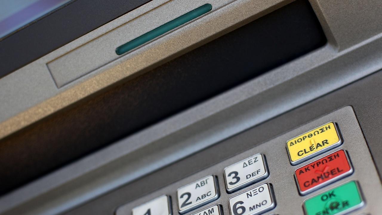 Близо година затвор за мъж, точил пари от чужда дебитна карта