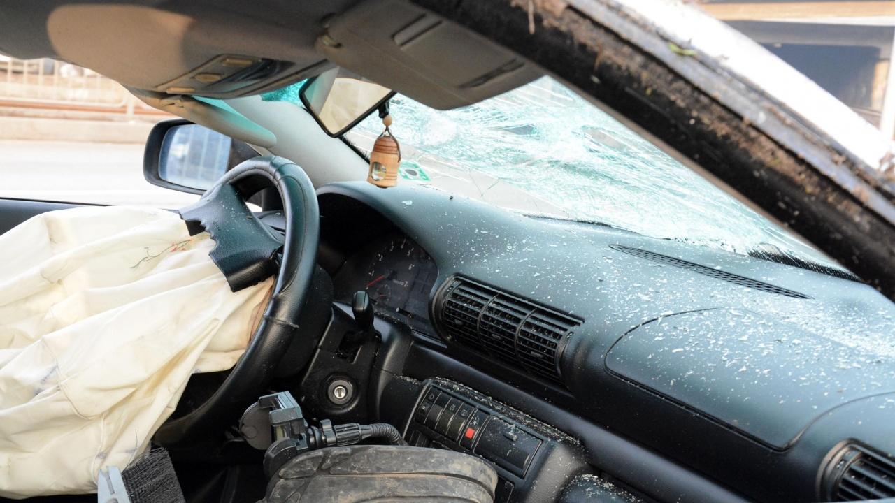 Части от трупа и главата на загиналия пешеходец край Стара Загора, са влетели в колата-убиец