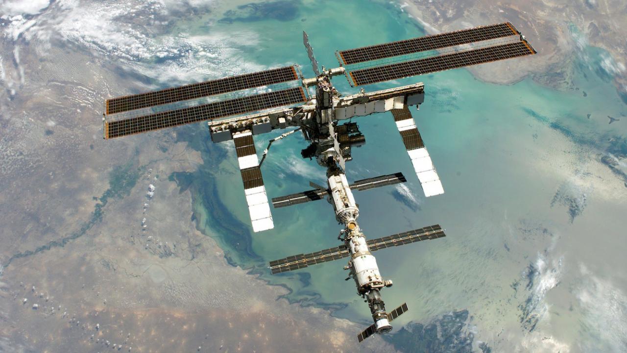 """Товарният кораб """"Прогрес МС-16"""" се скачи с МКС"""