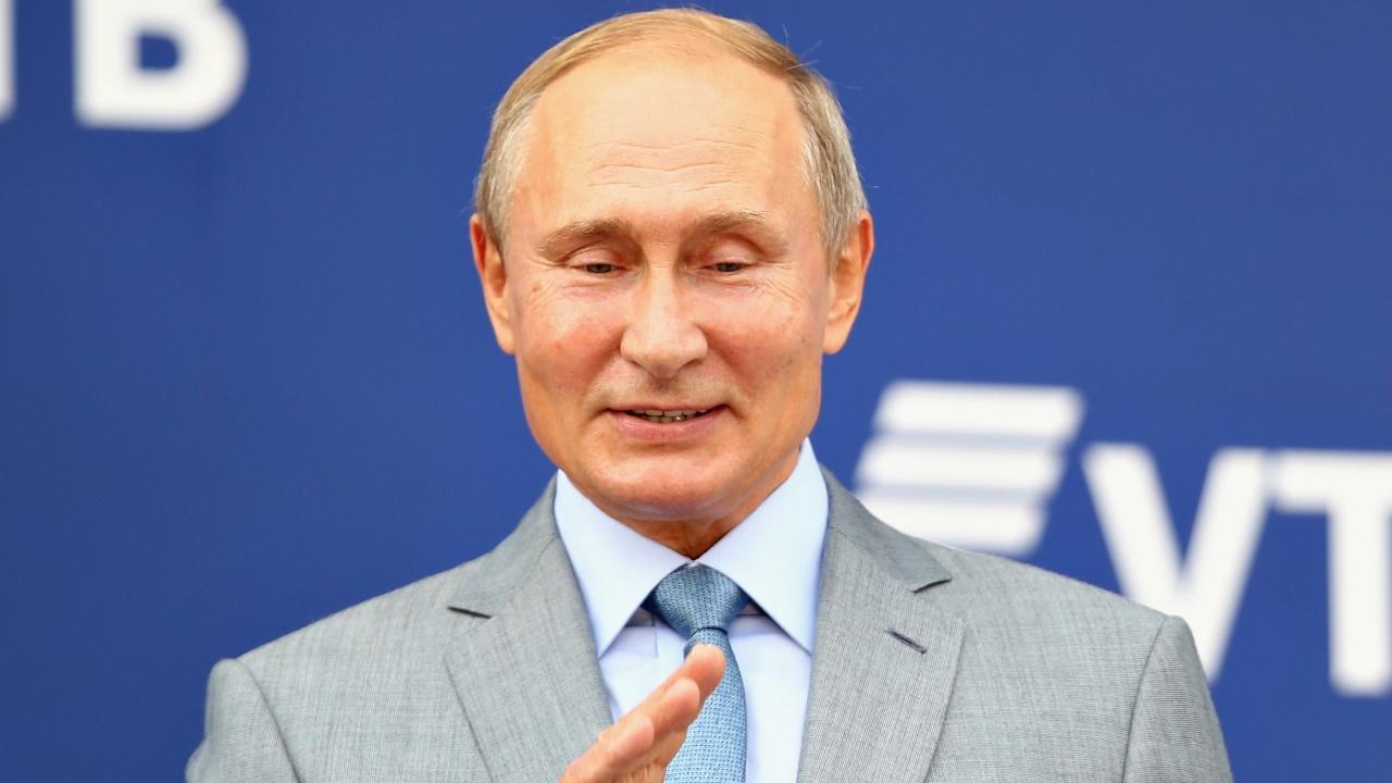 Путин с четири щерки?