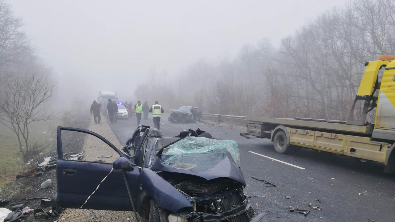 Тежка катастрофа със загинал и ранен затвори пътя Русе-Бяла