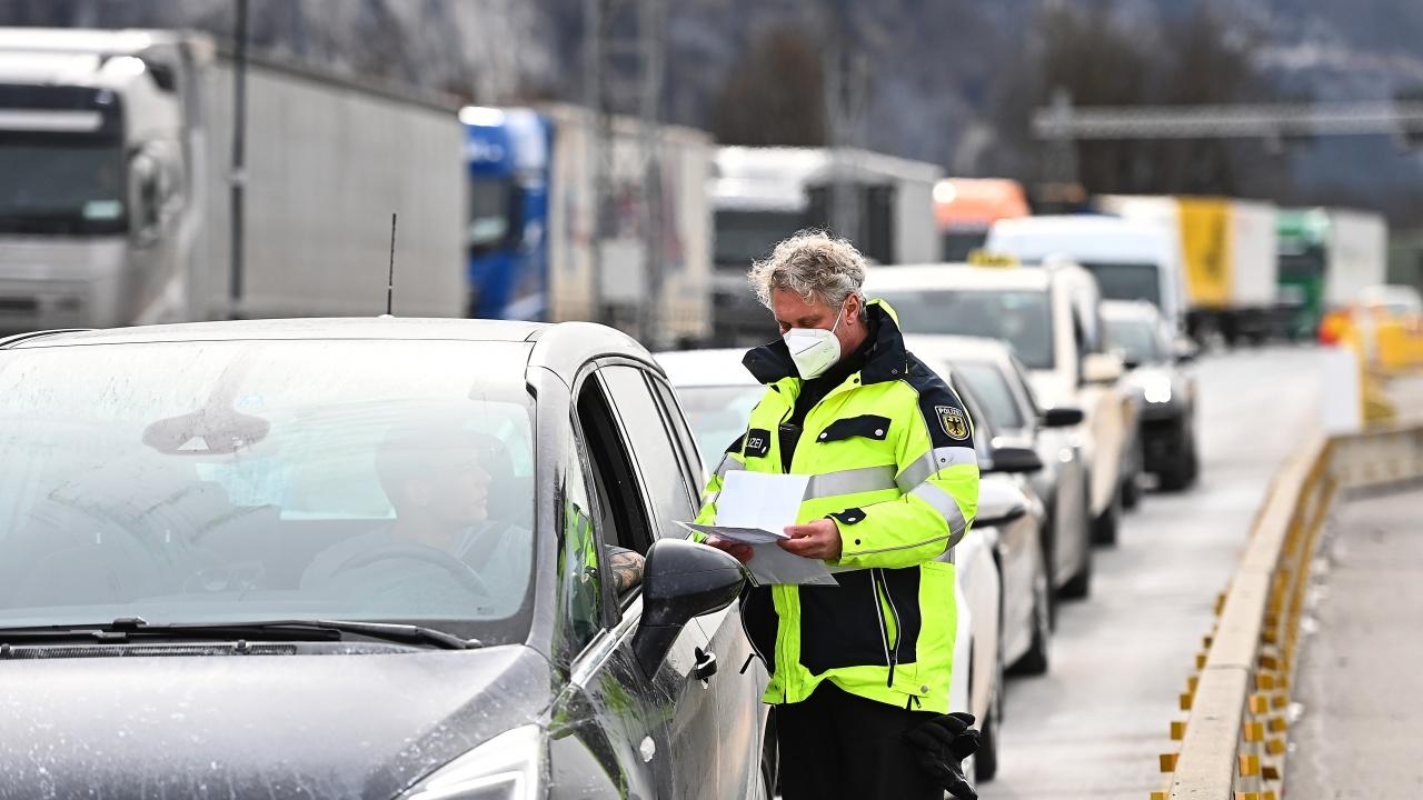 Словакия затегна контрола по границите си заради пандемията