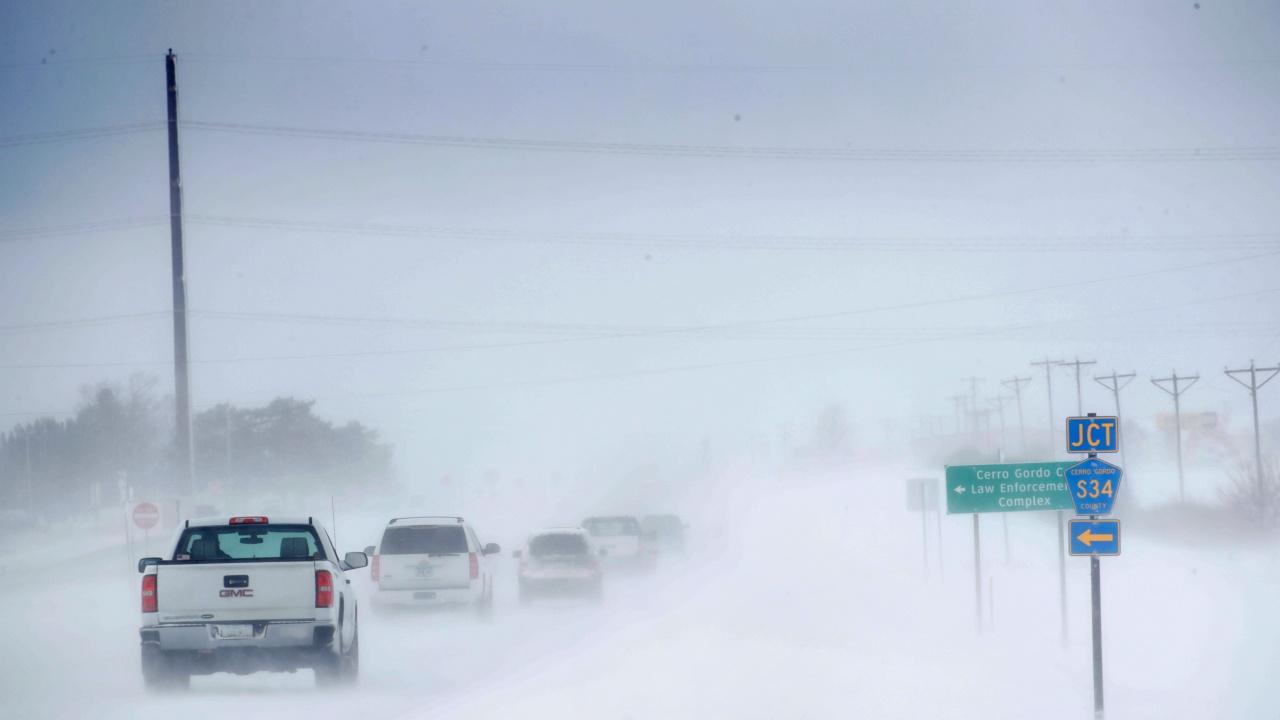 Студеното време, обхванало голяма част от САЩ, взе над 20 жертви
