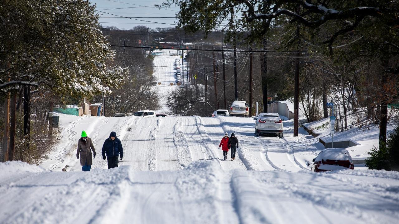 Без електричесто и без вода жителите на Тексас се борят със студа