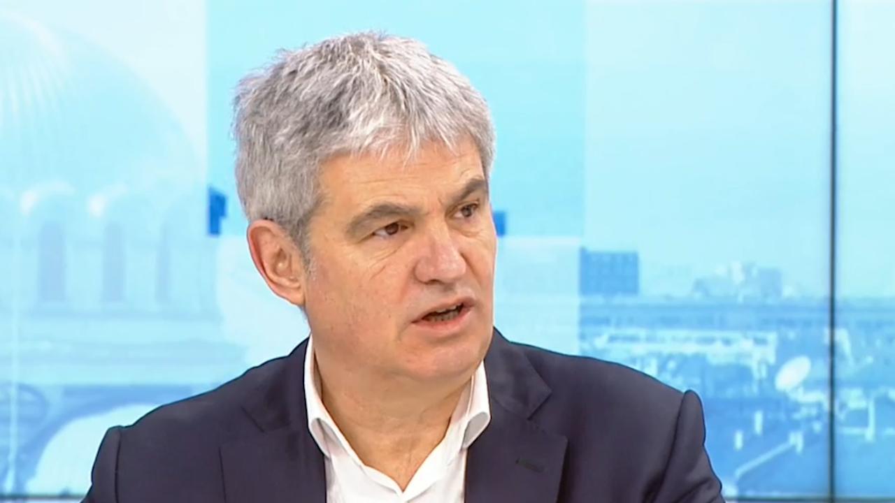 Пламен Димитров: През 2025 г. средната работна заплата може да надмине 2400 лв.