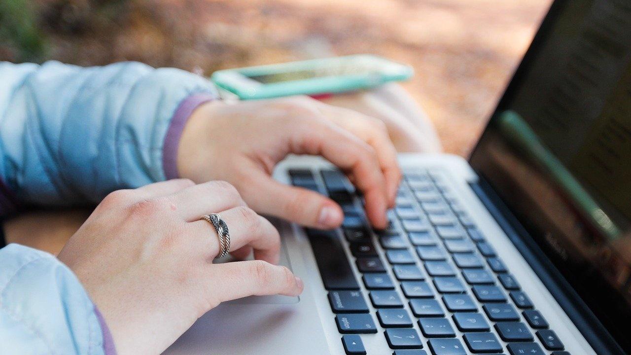 547 заявления за български лични документи са подадени от стартирането на онлайн системата на МВнР