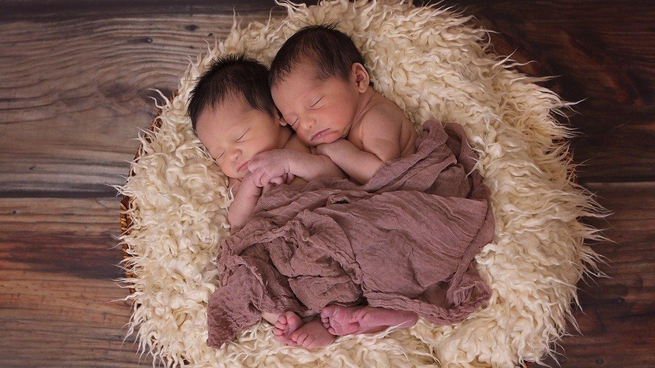 Три двойки близнаци са проплакали от началото на годината в двете болници в Дупница