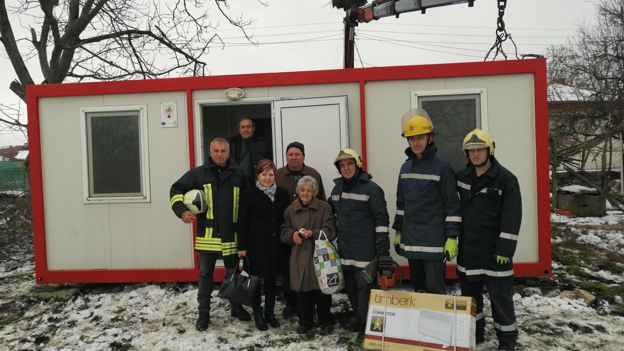 Осигуриха фургон за 72-годишна жена, останала без дом след пожар