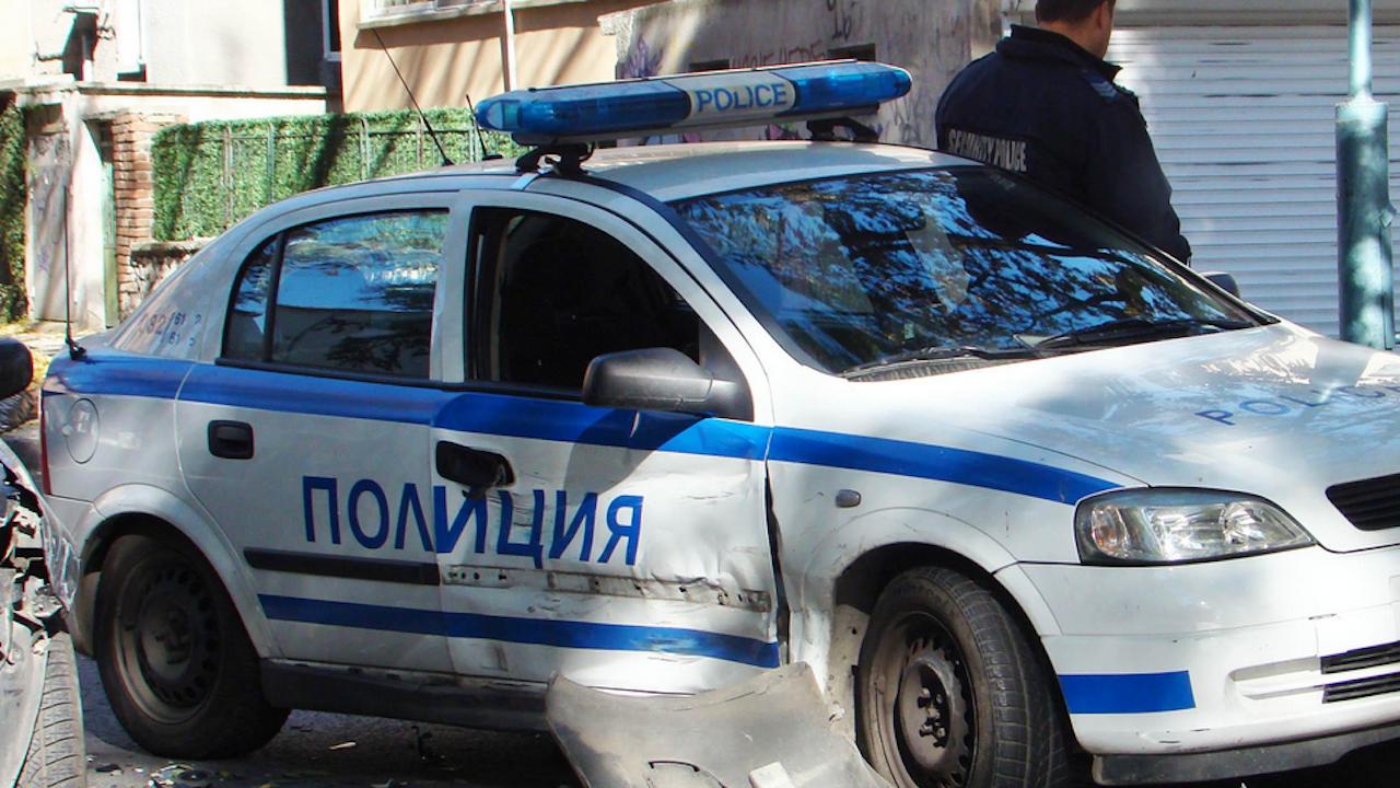 Тежка катастрофа с патрулка в Ловеч, пострада 13-годишно момиче