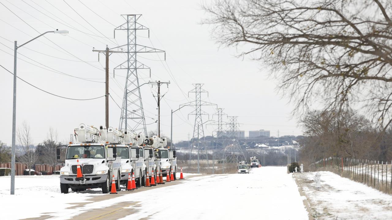 Продължава възстановяването на електроснабдяването в Тексас, но водната криза в щата остава