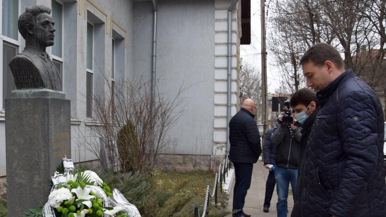 И във Видин поднесоха цветя в памет на Васил Левски