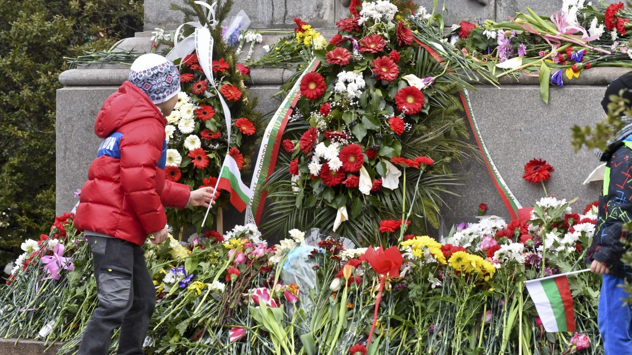 С панихида и цветя Монтана отбеляза 148-годишнината от гибелта на Васил Левски