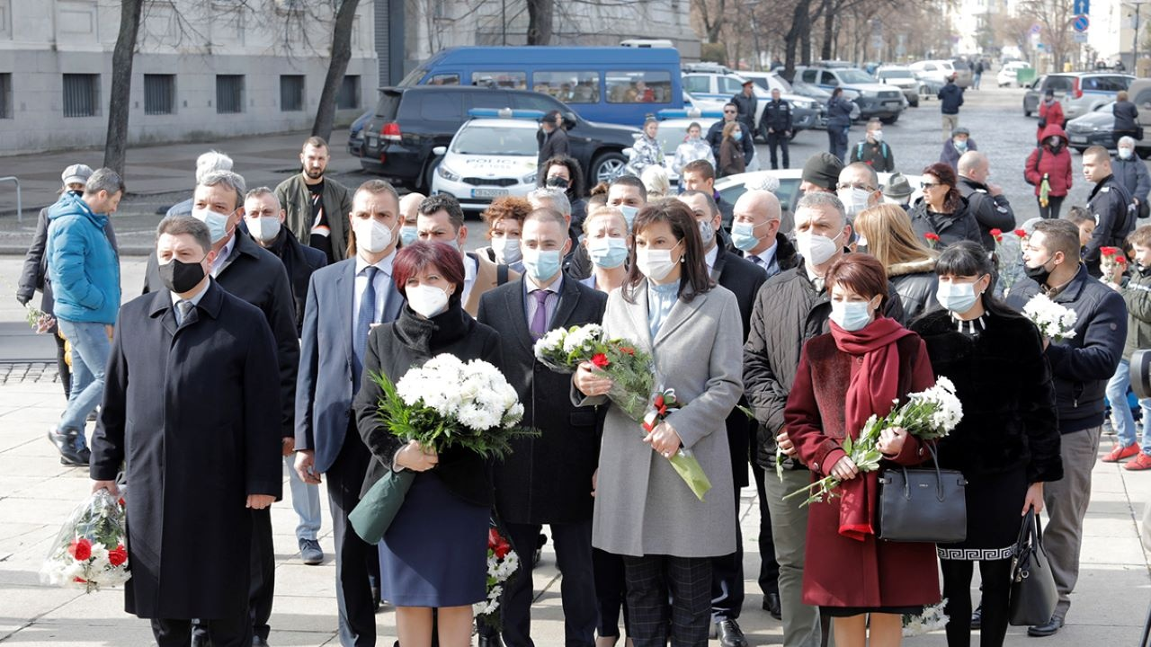 Депутатите от ГЕРБ се поклониха пред паметта на Васил Левски
