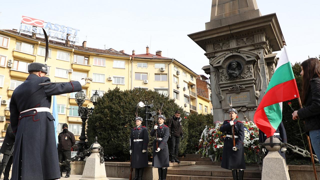 Българската армия се преклони пред подвига на Апостола