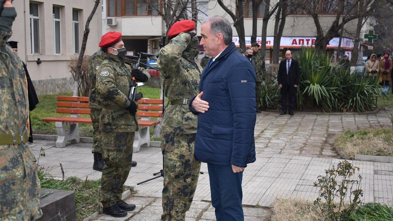 Кметът на Асеновград д-р Грудев се поклони пред делото на Левски