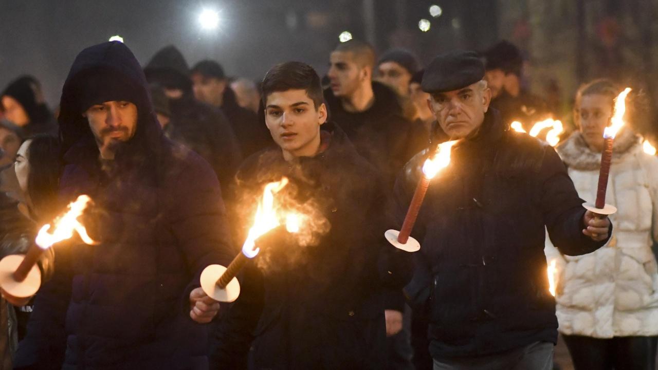 Стотици се включиха във факелното шествие в Ловеч и почетоха паметта на Васил Левски