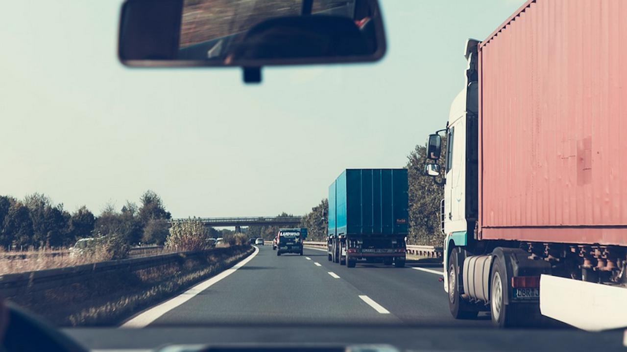 Лондон и Париж облекчават изискванията за COVID-тест за шофьорите на ТИР-ове