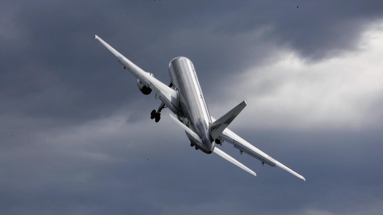 """""""Боинг"""" временно приземява всички самолети от модела 777"""