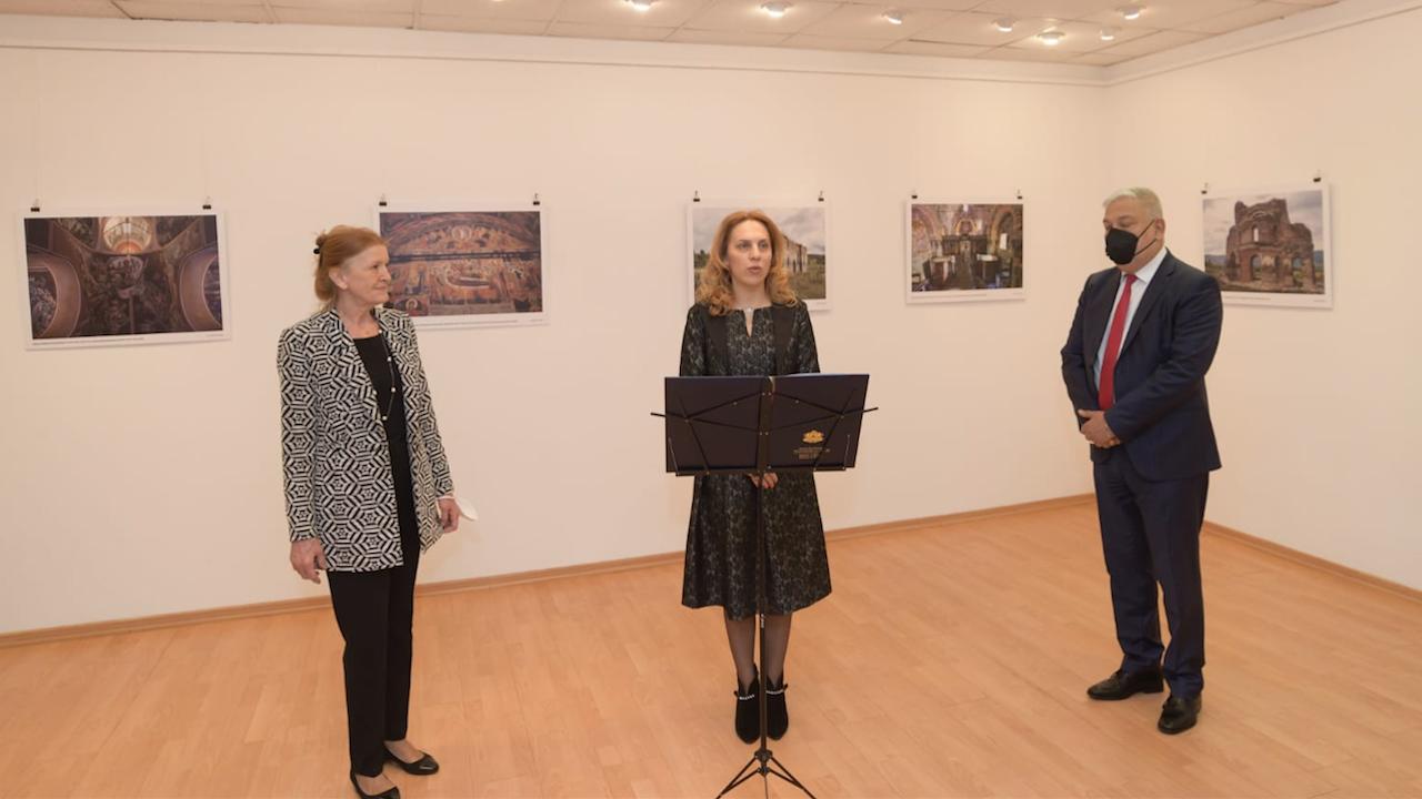 Марияна Николова откри фотоизложба във Варшава