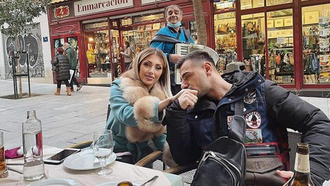 Джулиана Гани на романтична екскурзия за РД