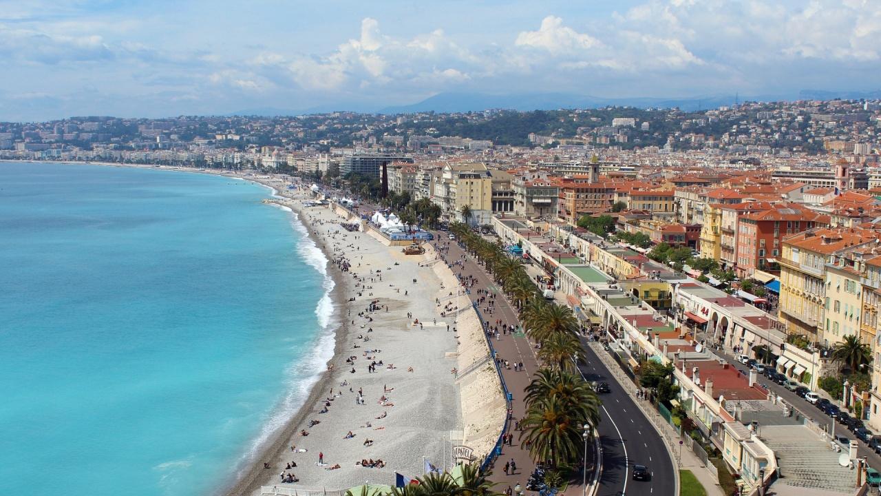Част от Лазурния бряг във Франция ще е под карантина следващите два уикенда