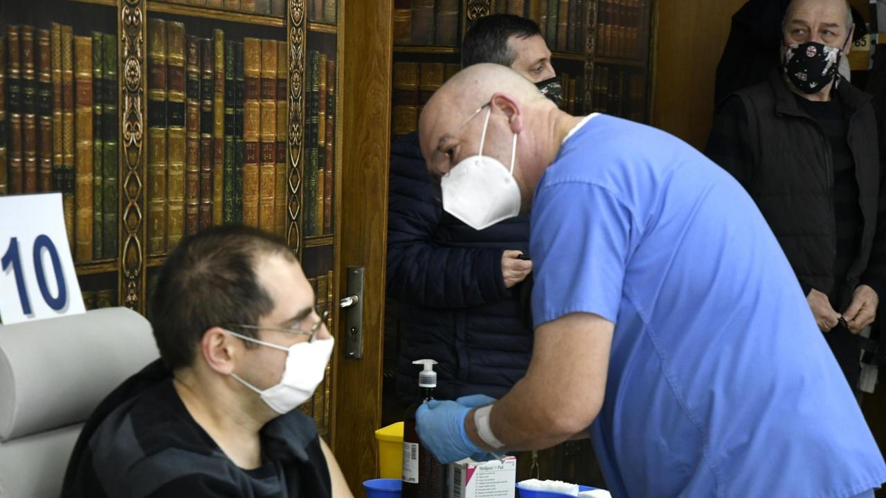 Имунолог опроверга думи на проф. Мутафчийски за ваксините